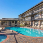 Best Western Plus Lincoln Sands Oceanfront Suites Pool and Hot Tub Daytime