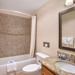 Best Western Plus Lincoln Sands Oceanfront Suites Bathroom